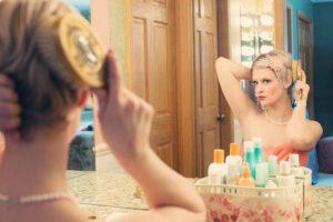 ۶ کاری که با موهایتان نباید انجام دهید